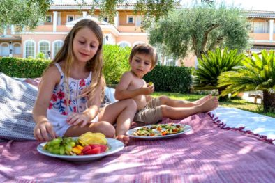 garden-children-food